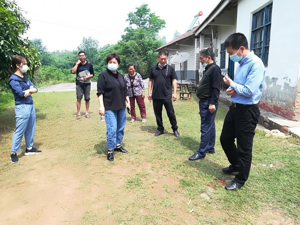 当阳:副市长苏琼走进贫困户现场谋发展
